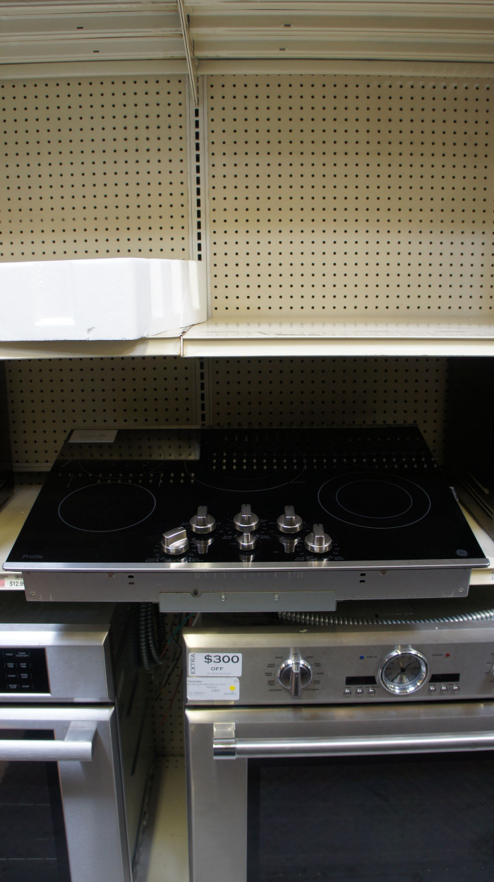 """30"""" GE Profile PP7030SJSS Electric Smoothtop Cooktop"""