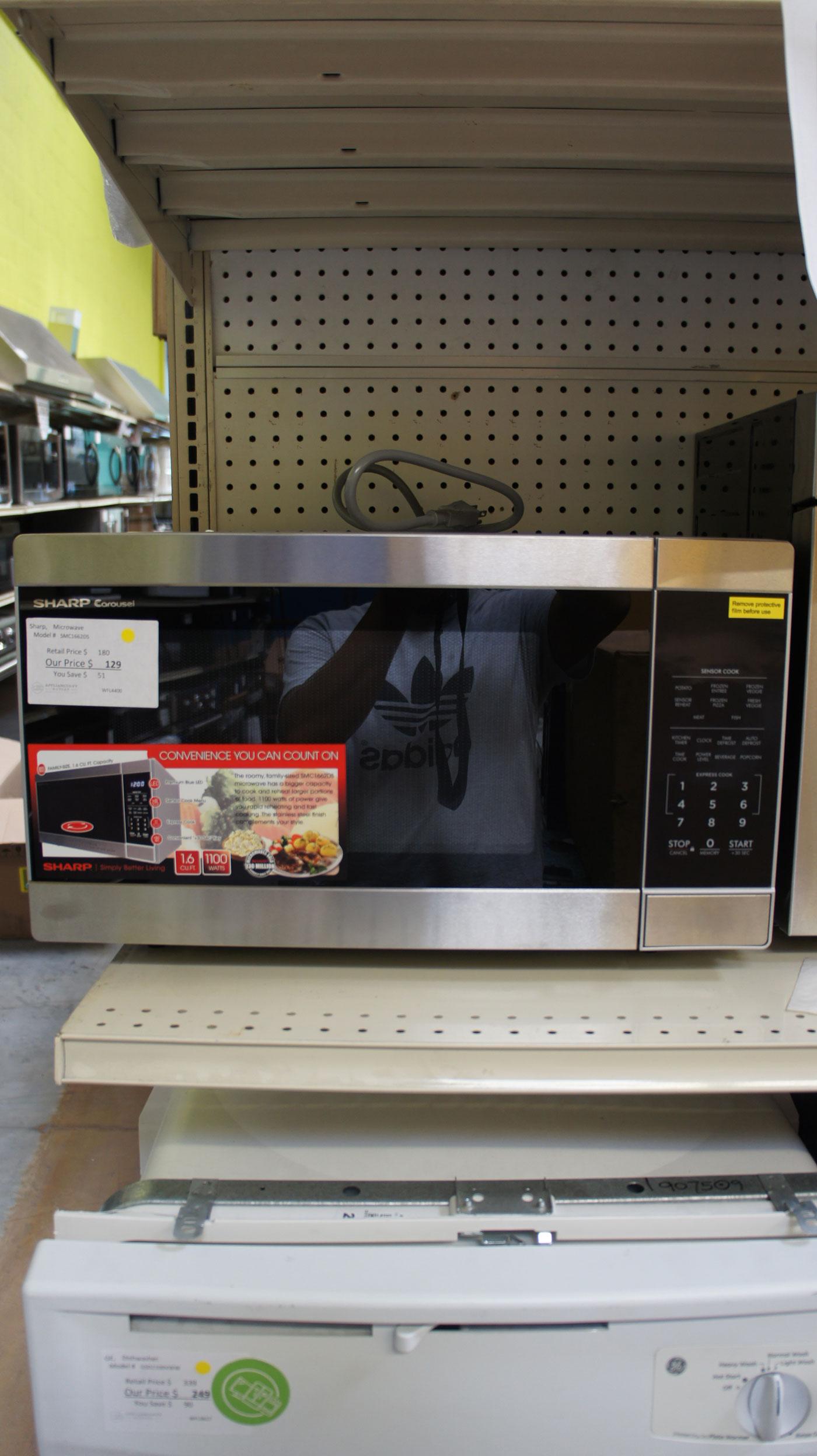 1.6 cu.ft. Sharp SMC1662DS 1100W Countertop Microwave Oven