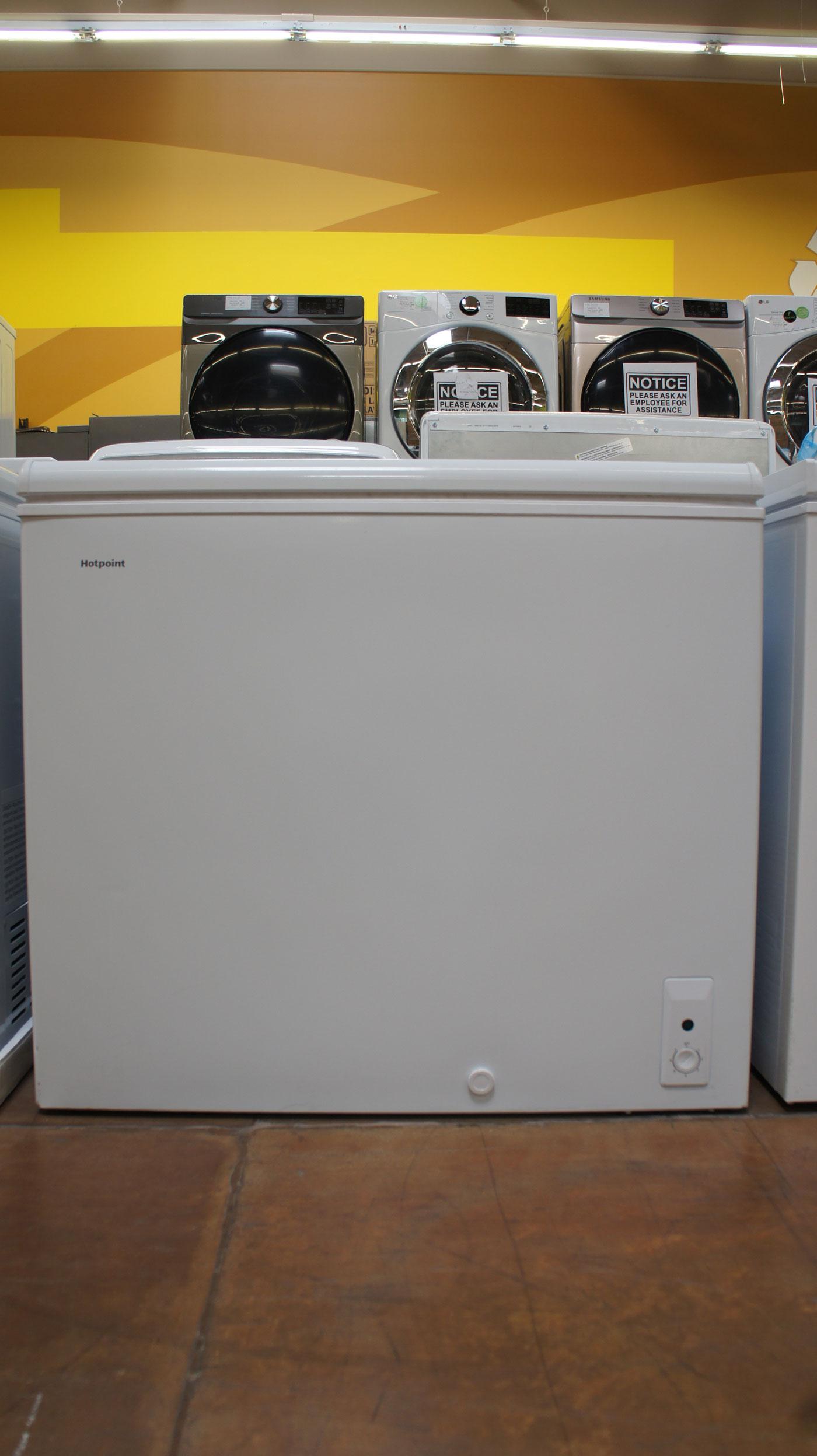 7.1 cu.ft. HotPoint HHM7SMWW Chest Freezer