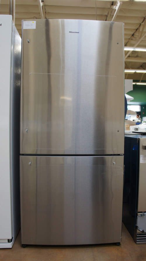 "32"" Hisense HBM17158SS 17.1 cu.ft. Bottom Freezer Refrigerator"