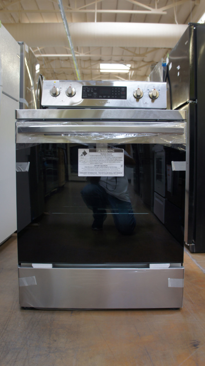 "30"" Samsung NE59R4321SS 5.9 cu.ft. Freestanding Electric Range"