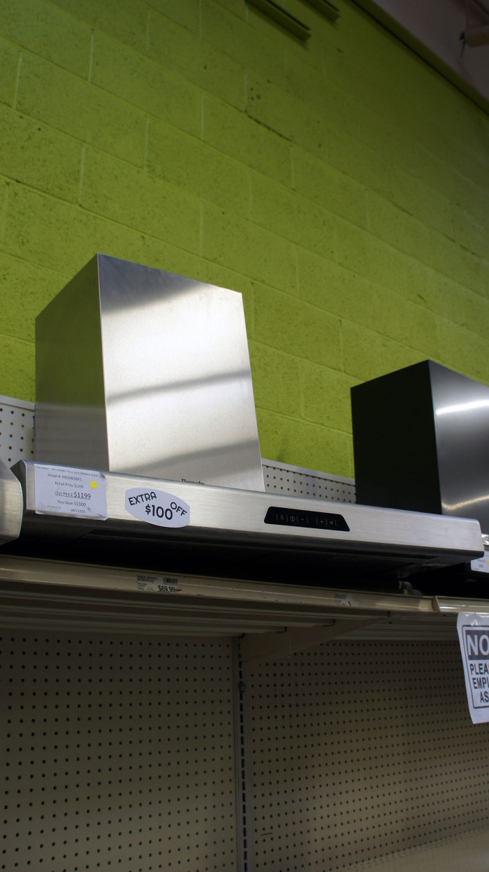 "36"" Thermador HDDW36FS Wall Mount Chimney Range Hood"