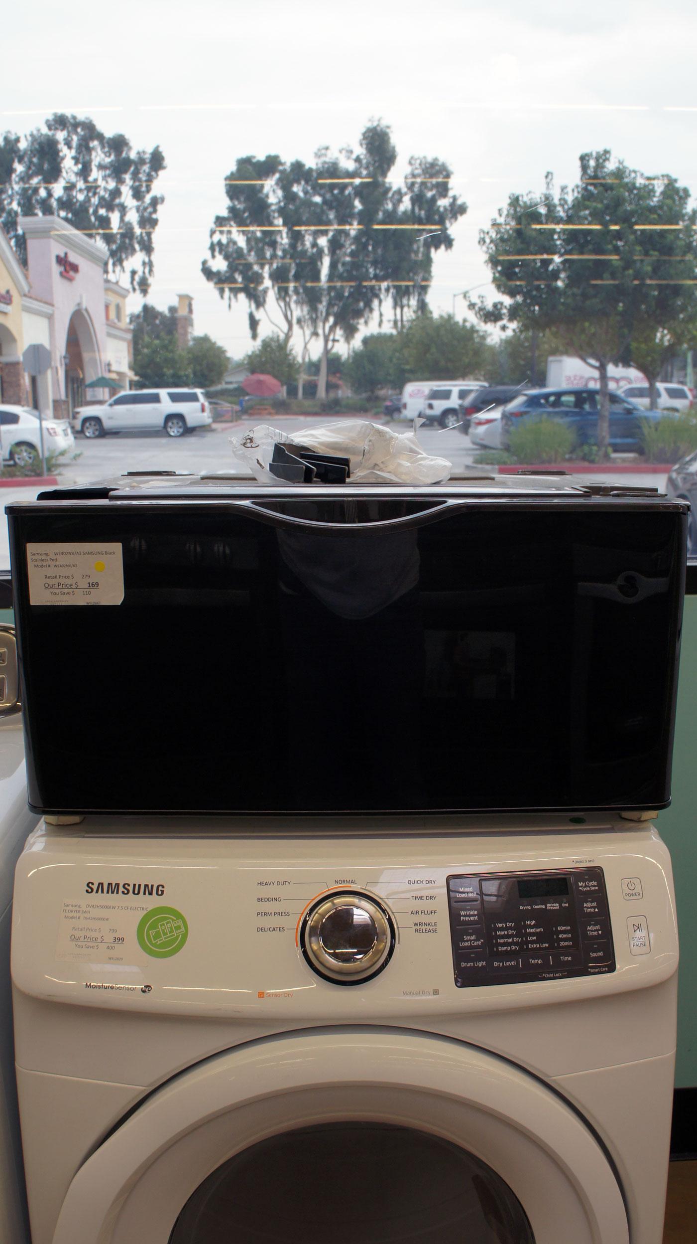27″ Samsung WE402NV/A3 Front Load Washer and Dryer Pedestal