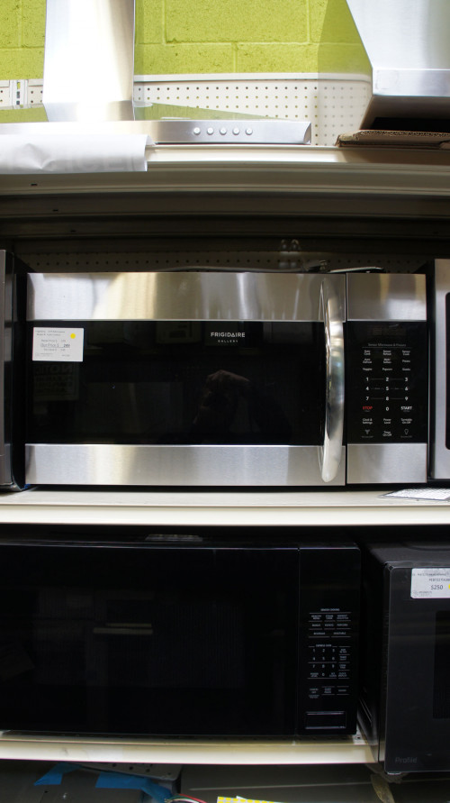"""30"""" Frigidaire FGMV17WNVF Microwave Oven"""