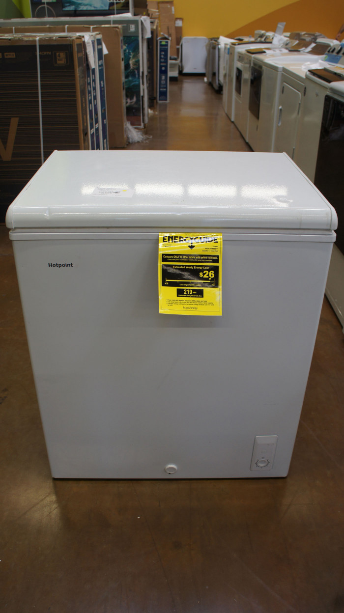 HotPoint HHM7SMWW Chest Freezer