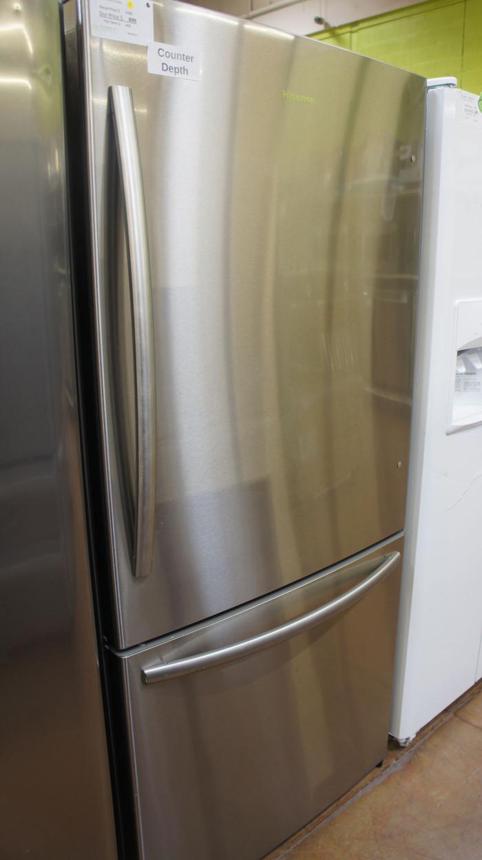"32"" Hisense HBM17158SS Counter-Depth Bottom-Freezer Refrigerator"