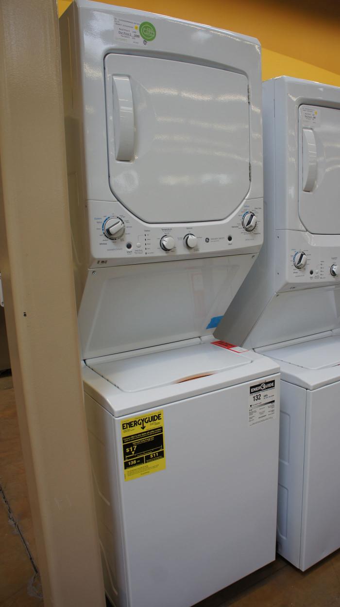 "24"" GE Spacemaker GUD24GSSMWW Gas Laundry Center"