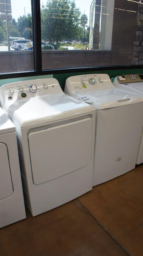 """27"""" GE GTW335ASNWW GTD42GASJWW Washer Gas Dryer Set"""